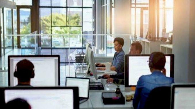 L'externalisation est un moyen efficace qu'une entreprise peut adopter afin d'optimiser sa relation client, car cela comporte de nombreux avantages.