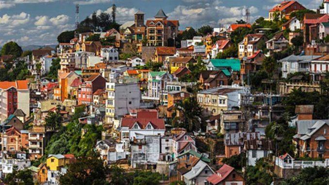 Des services d'externalisation sont proposés dans nombreux pays, y compris Madagascar. Ce dernier comporte des avantages idéaux pour le bon déroulement de votre entreprise et de la gestion des services clients grâce à nos centres.