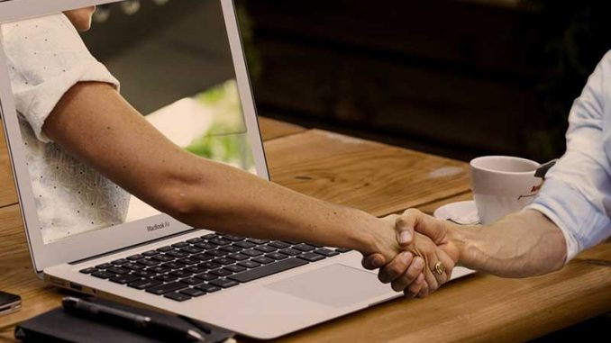 Avec la numérisation, la relation client digitale est devenue un must pour les entreprises souhaitant se rapprocher de leurs clients. Découvrez comment tirer profit de l'ère du numérique pour votre relation client.