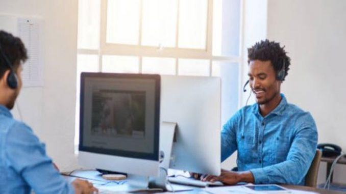 Dirigez-vous vers un centre d'appel spécialiste en gestion de la relation client dans le secteur de l'automobile.