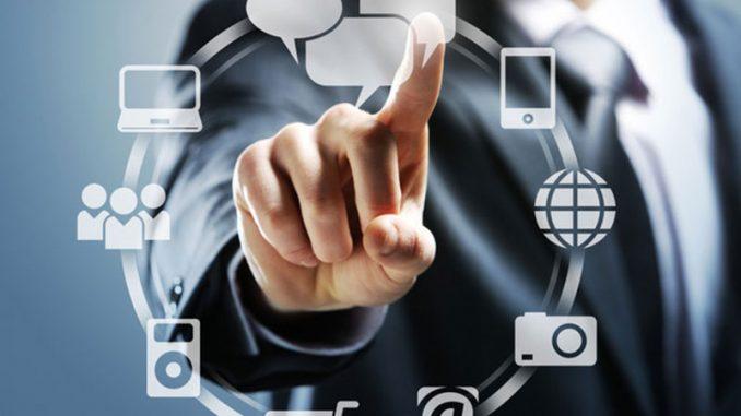 Les réseaux sociaux sont utilisés par les entreprises pour étendre leur relation client. Voici pourquoi il est impératif de recourir aux services d'un community manager.