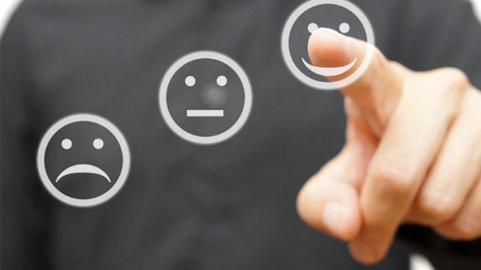 Être attentif aux consommateurs, surtout s'ils communiquent avec vous via les réseaux sociaux, est une condition imparable pour atteindre la satisfaction client