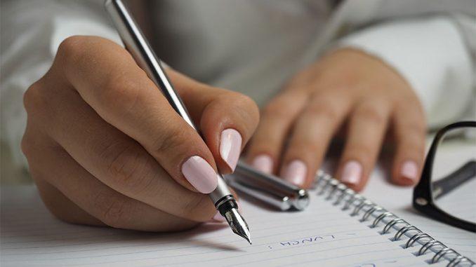 Respecter les règles grammaticales et de l'orthographe sont un must pour la communication entreprise-client.